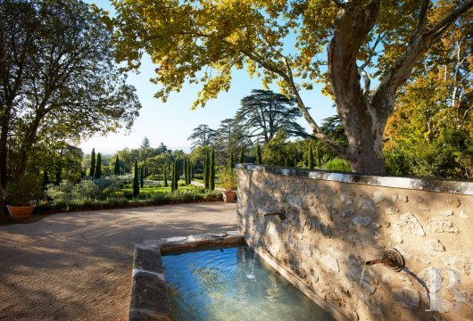 A unique property committed to a very French way of life  at the heart of the Luberon region in the Aix countryside - photo N°6