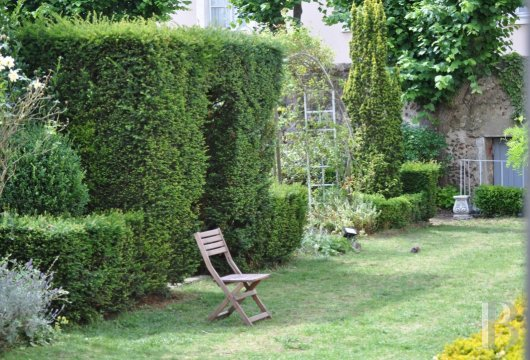 fA former bishopric and its garden  in the heart of the historic centre of Chartres - photo N°5
