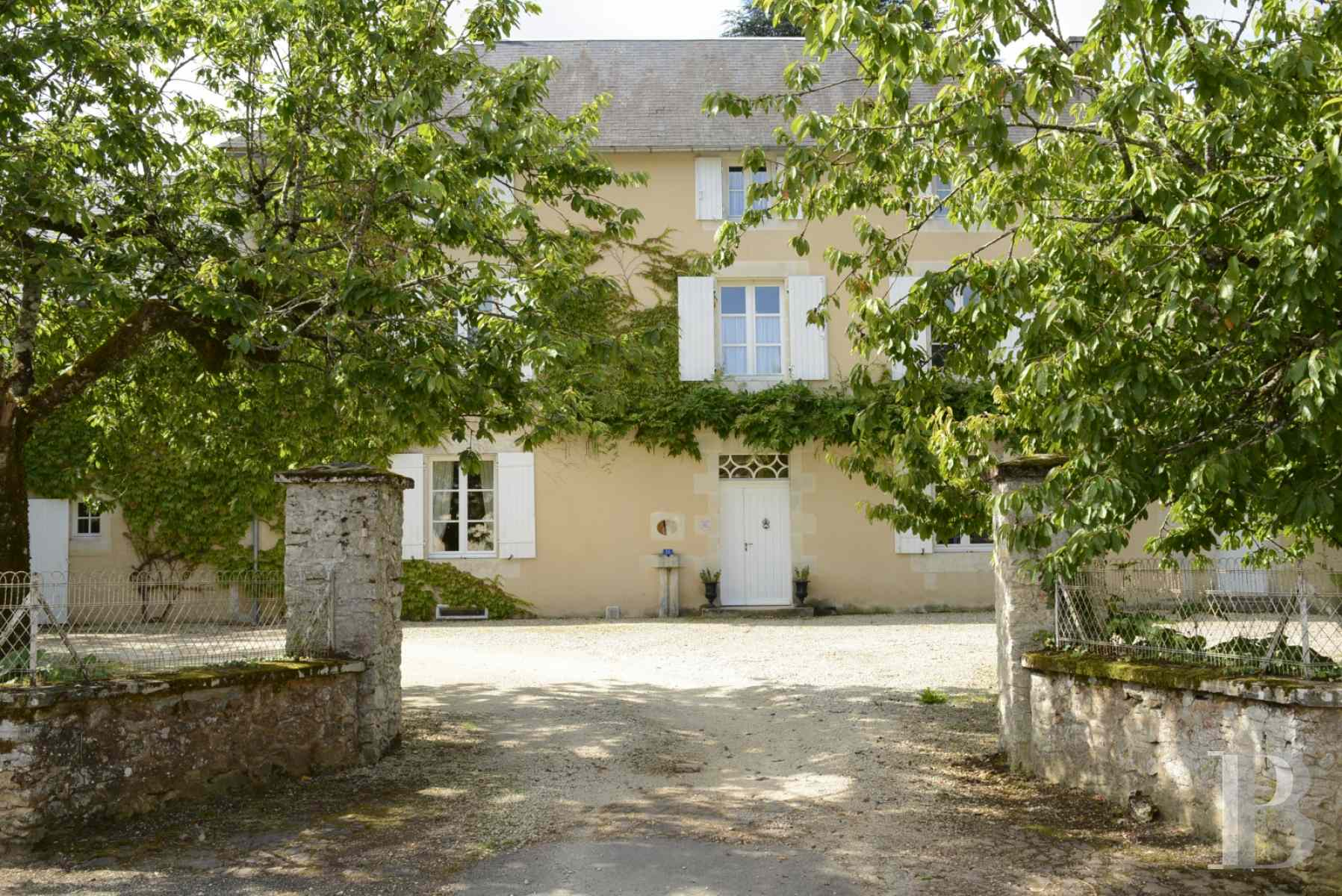character properties France poitou charentes luxurious home - 3 zoom