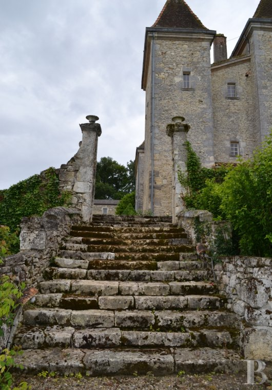 chateaux for sale France aquitaine renaissance style - 3