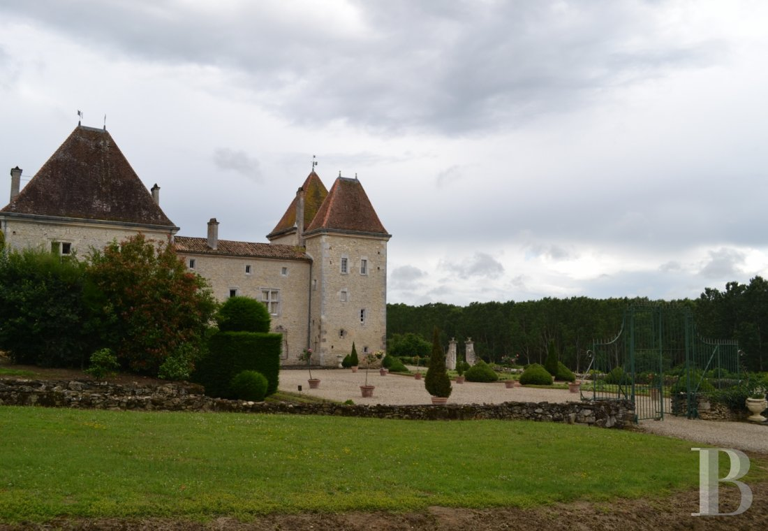 chateaux for sale France aquitaine renaissance style - 1