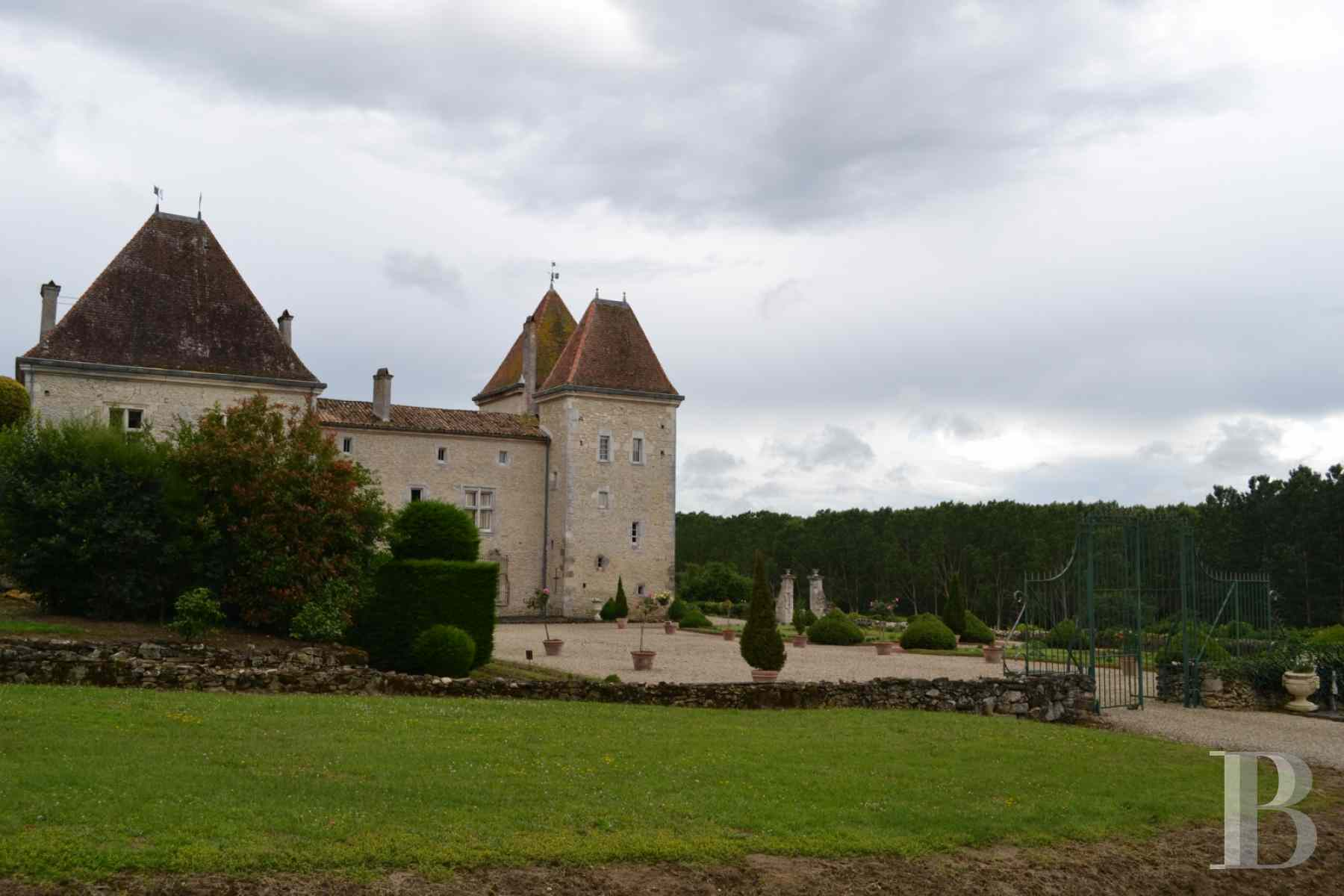 chateaux for sale France aquitaine renaissance style - 1 zoom