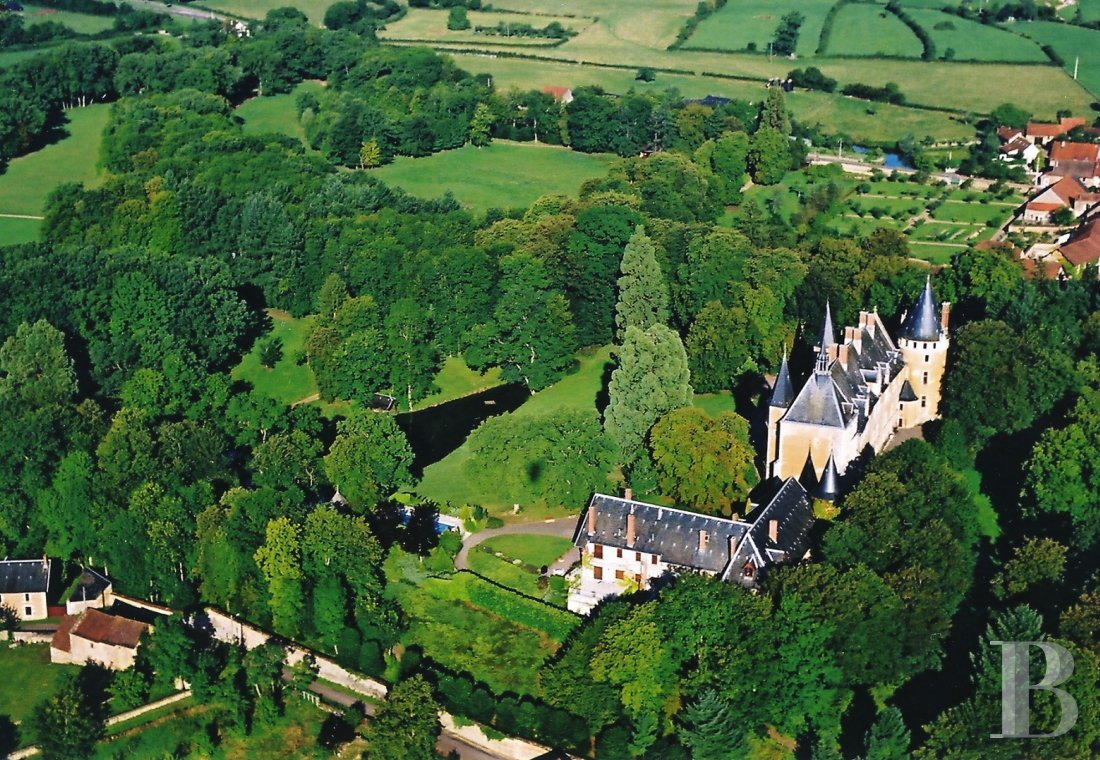 Castles / chateaux for sale - burgundy - in Burgundy, a listed 15th century, flamboyant gothic style and its outbuildings