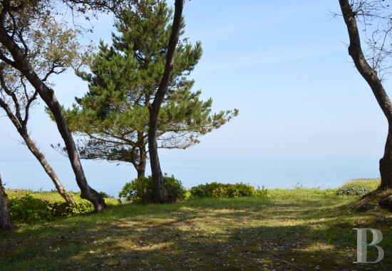 Character houses for sale - pays-de-loire - A house facing the sea with direct access  to the beach on the Isle of Noirmoutier
