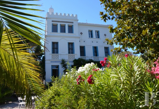 Residences for sale - provence-cote-dazur - A late 19th century, oriental house constructed for Michel-Pacha  overlooking Tamaris Bay in Toulon harbour