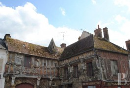 Character houses for sale - picardy - Authentic medieval, 15th & 16th century, listed house in a town centre, 100 km (63 miles) awainting restoration