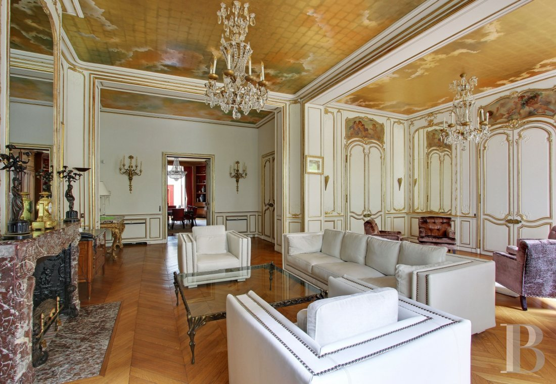 appartments for sale - paris - A 500 m² flat, resembling a mansion house, renovated using light symbolism, near Avenue-Henri-Martin in Paris' 16th arrondissement