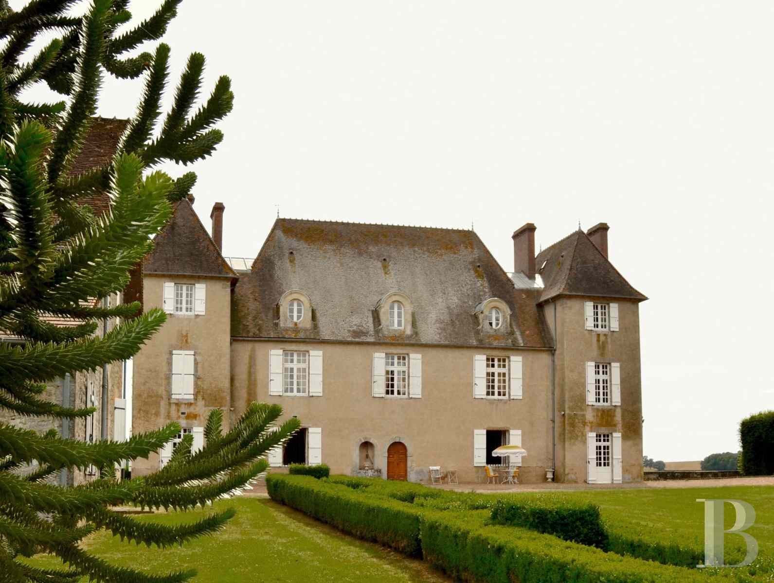 chateaux for sale France burgundy castle 18th - 1 zoom