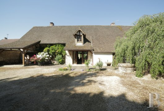 character properties France burgundy farmhouse 18th - 13
