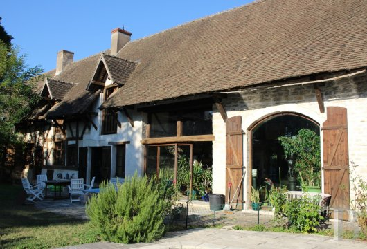 character properties France burgundy farmhouse 18th - 3