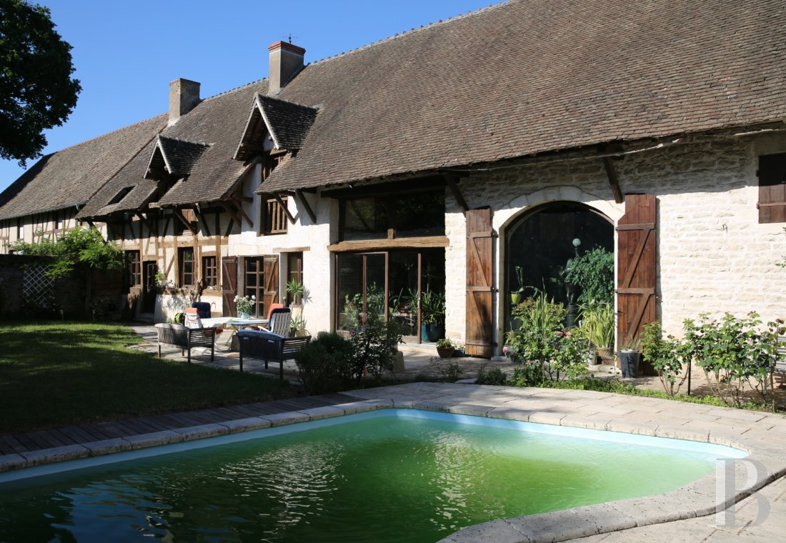 character properties France burgundy farmhouse 18th - 1