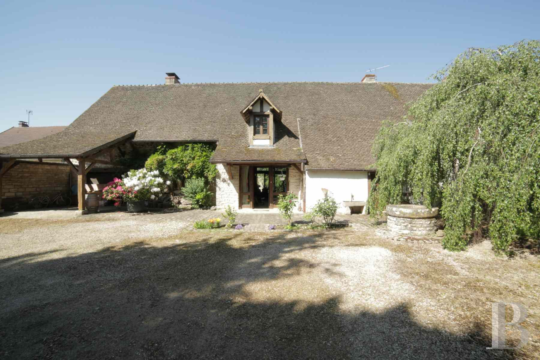 character properties France burgundy farmhouse 18th - 13 zoom