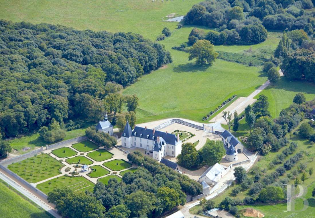 Castles / chateaux for sale - pays-de-loire - A harmonious, fully restored, listed chateau estate, spanning 15 hectares, in the Pays-de-la-Loire region