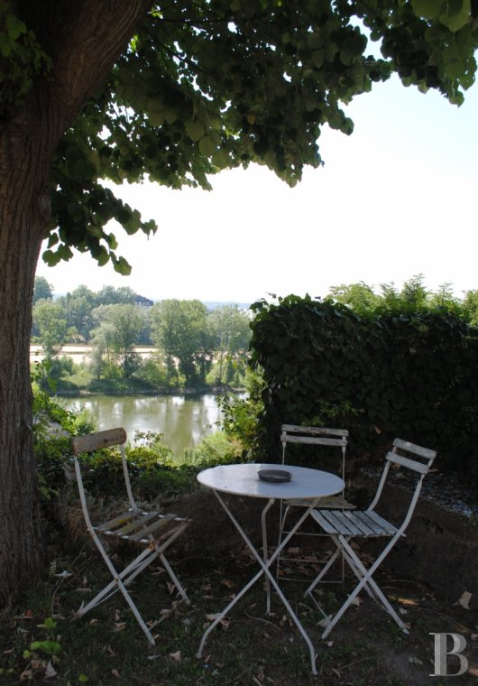 character properties France center val de loire tours property - 19