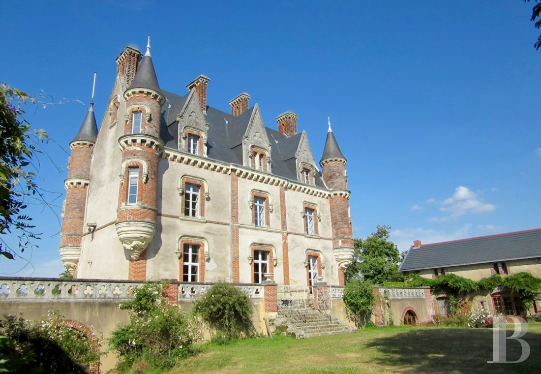 chateaux for sale France pays de loire manor house - 1