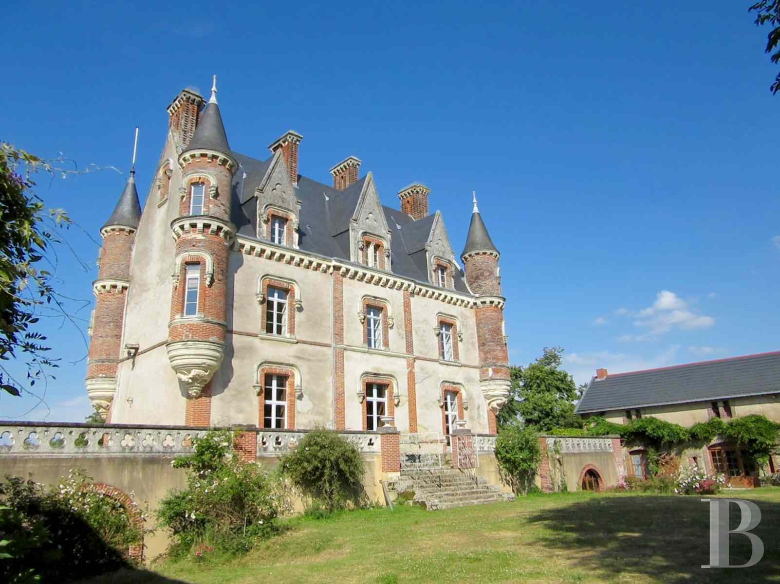 chateaux for sale France pays de loire manor house - 1 zoom