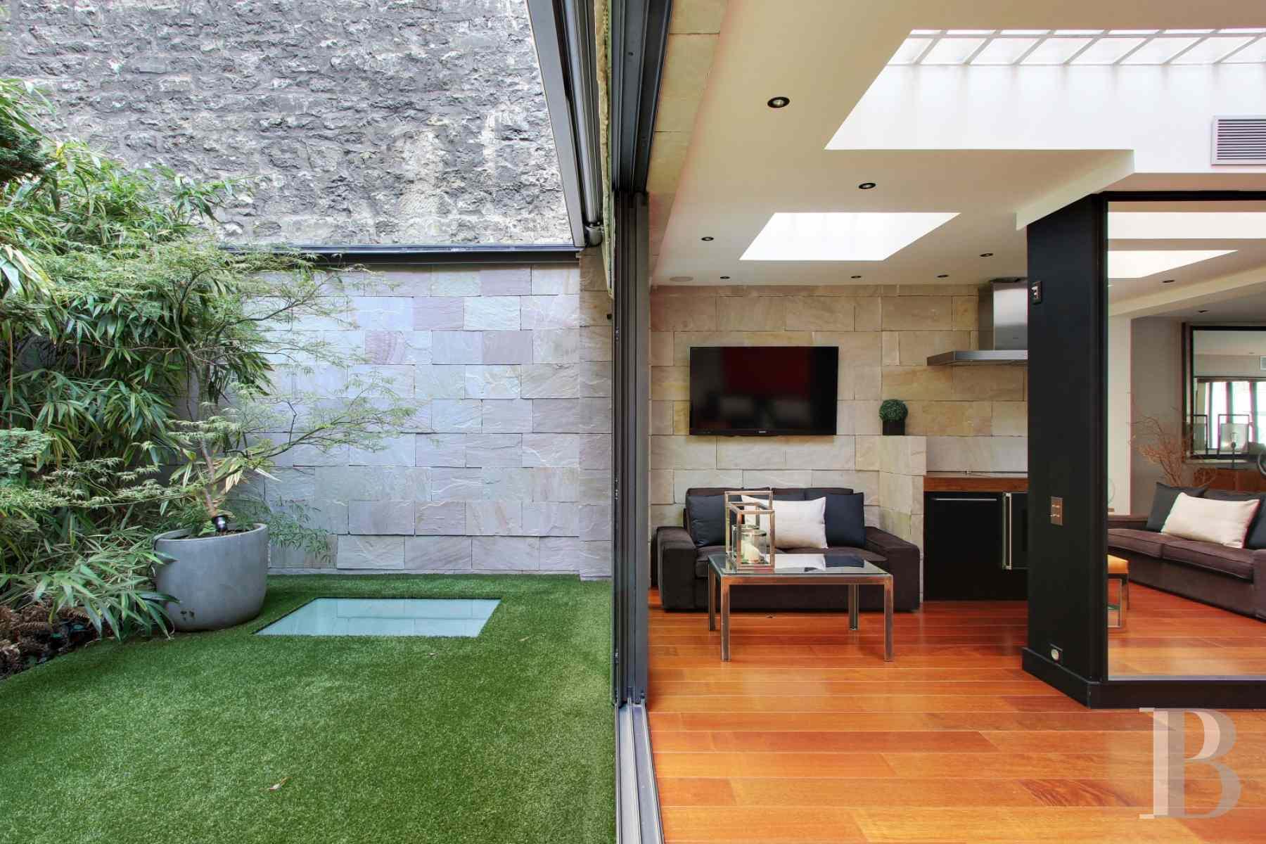 Au sud du 16e arrondissement une demeure de 374 m for Agence immobiliere specialisee terrasse paris