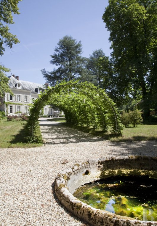 chateaux for sale France burgundy 3782  - 25