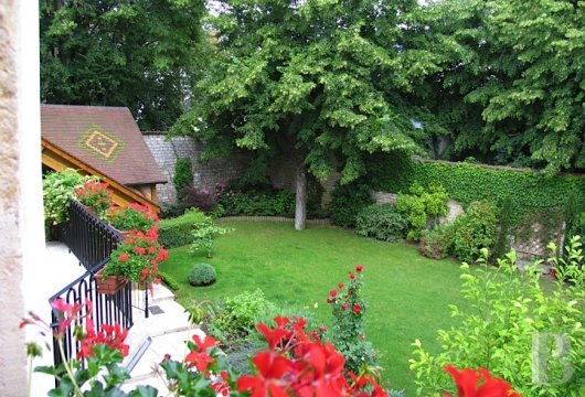mansion houses for sale France burgundy flat garden - 13