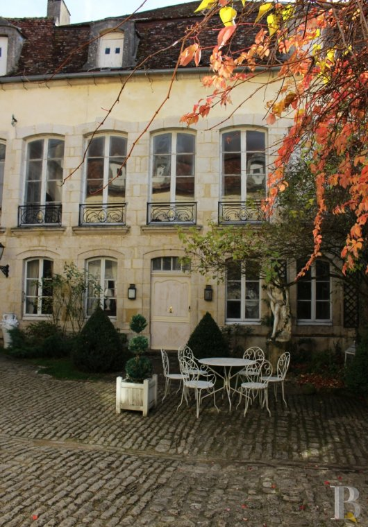 mansion houses for sale France burgundy 18th century - 2