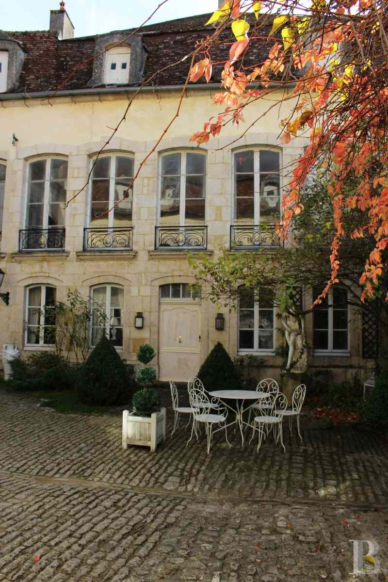 mansion houses for sale France burgundy 18th century - 2 zoom