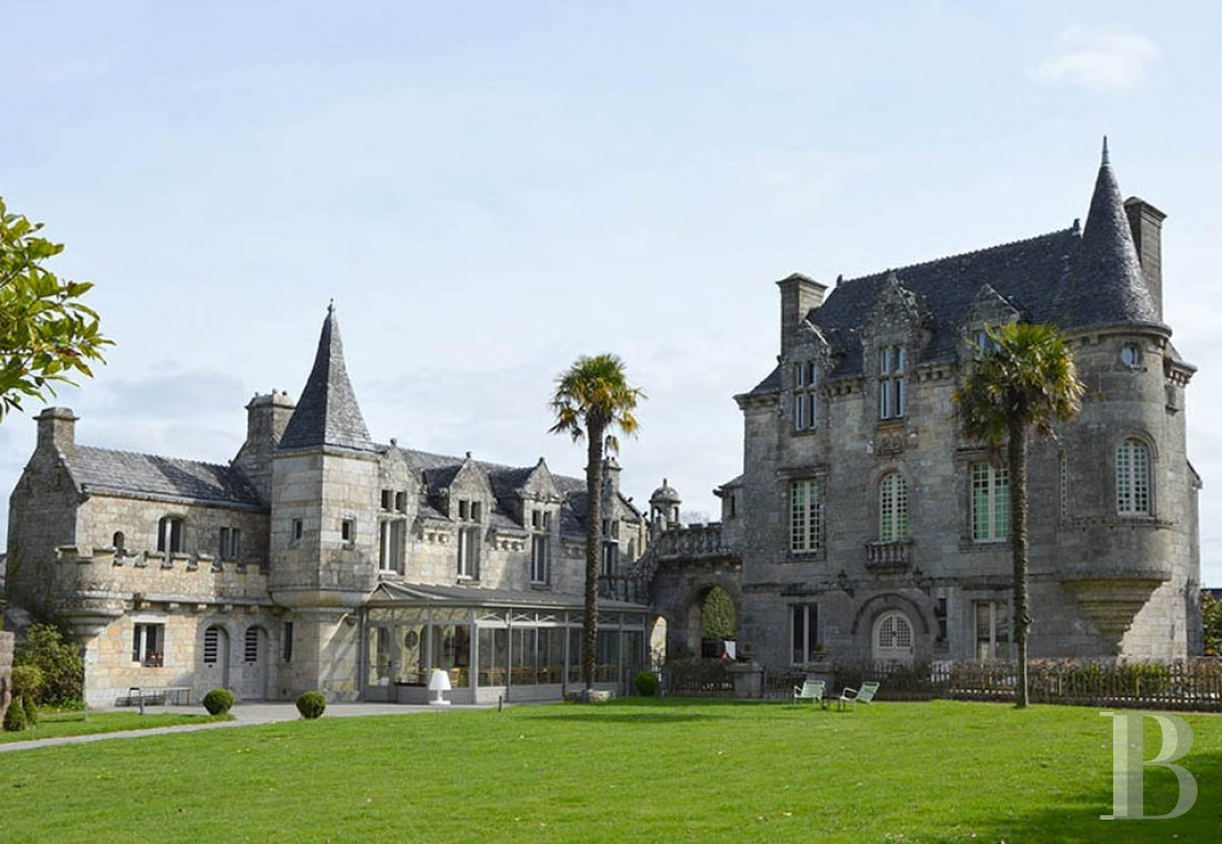 Manors for sale - brittany - A 16th century manor house, its chapel and other outbuildings 30 minutes from Vannes