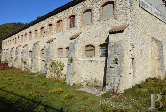 Castles historic dwellings for sale in provence - Usine a vendre paris ...