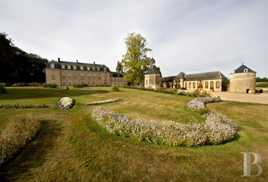 fA small country chateau surrounded by a huge park on the outskirts of Le Mans, away from the world - photo N°7