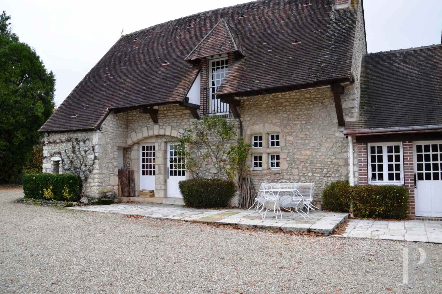 character properties France center val de loire farm building - 4 zoom