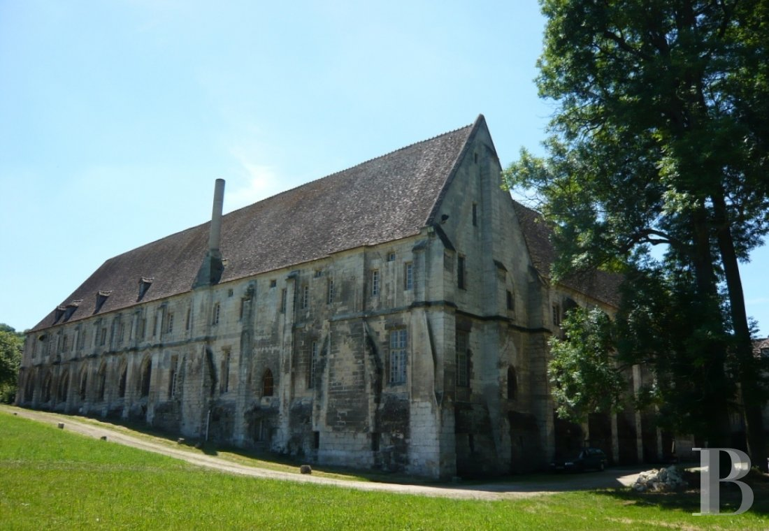 fA royal Abbey classified as a historic monument in the Oise Regional Nature Park on the outskirts of Pontpoint and Pont-Ste-Maxence - photo  n°5