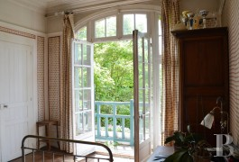 character properties France paris property parkland - 12 mini