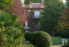 character properties France paris property parkland - 2