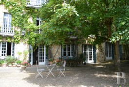 character properties France paris property parkland - 5 mini