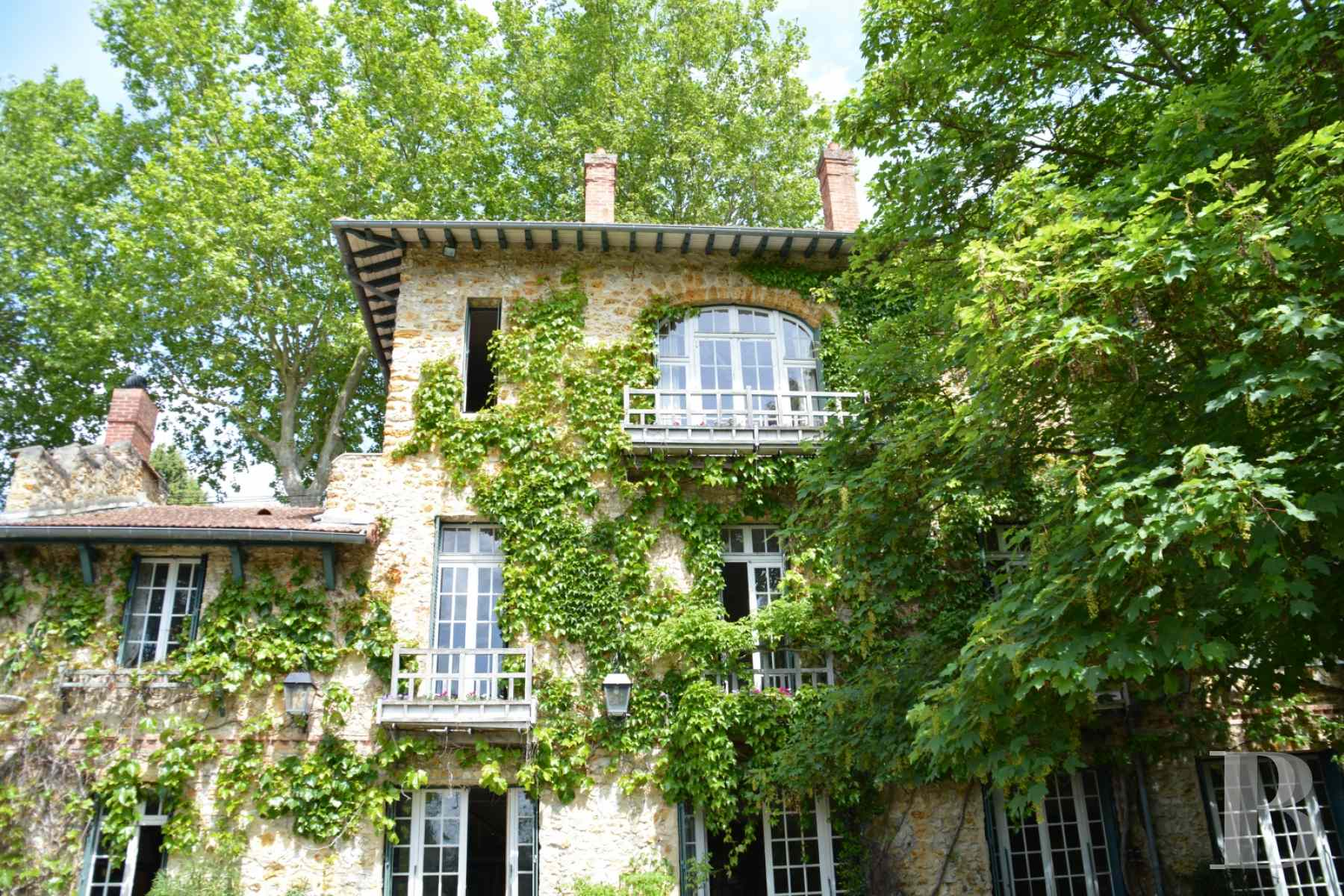 character properties France paris property parkland - 3 zoom