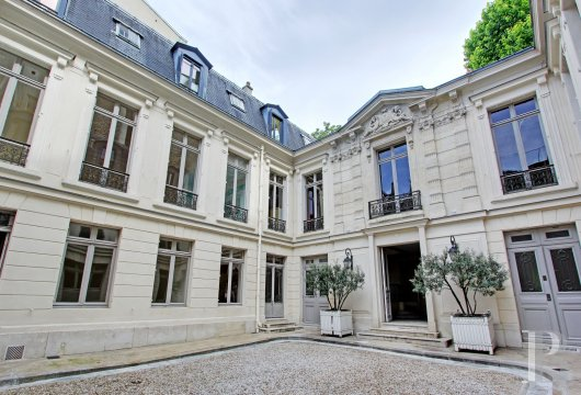 mansion houses for sale paris courtyard garden - 4