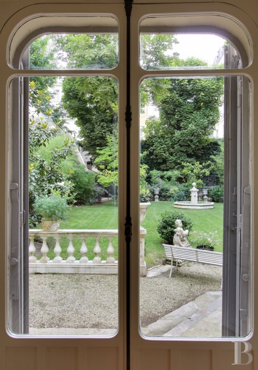 mansion houses for sale paris courtyard garden - 14
