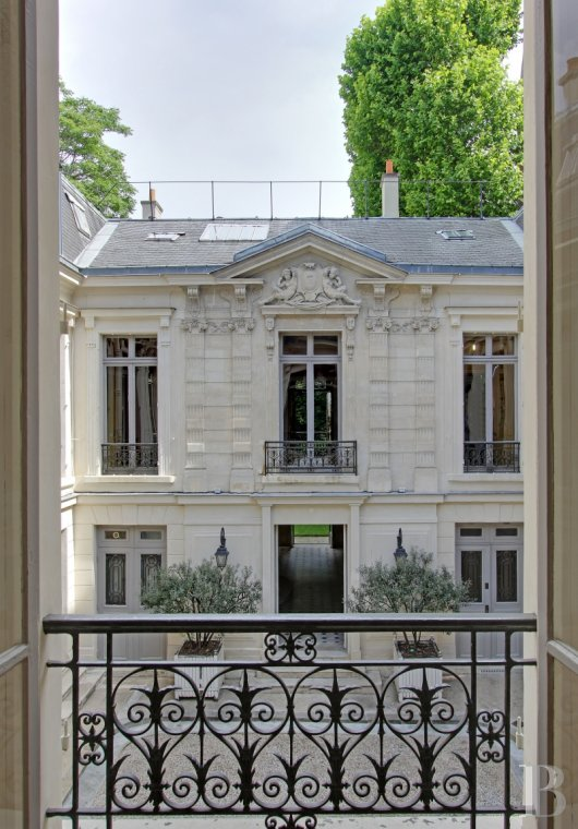 mansion houses for sale paris courtyard garden - 5
