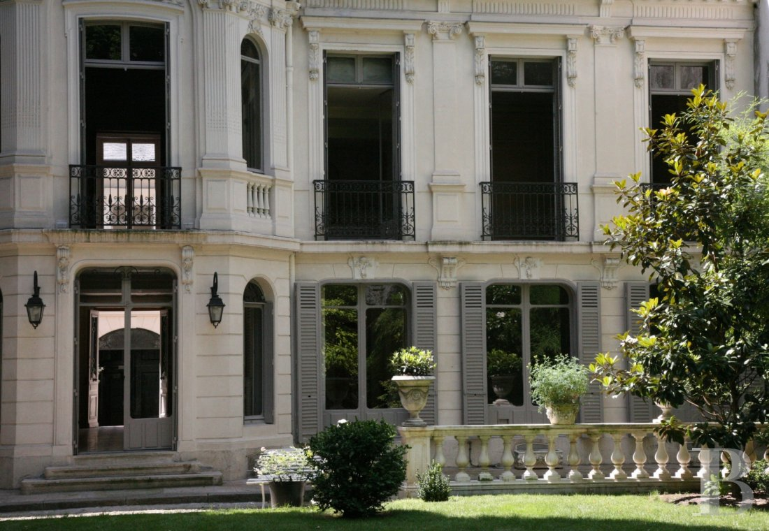 mansion houses for sale paris courtyard garden - 7