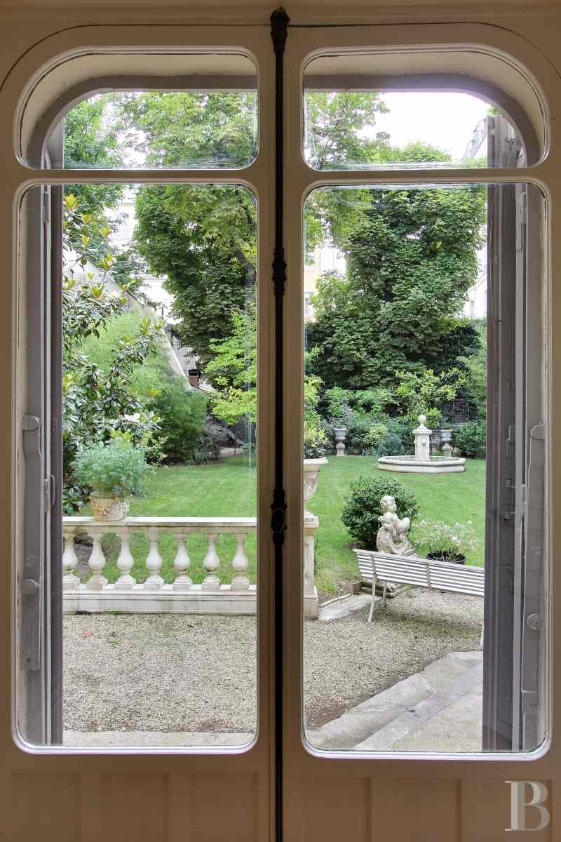 mansion houses for sale paris courtyard garden - 14 zoom