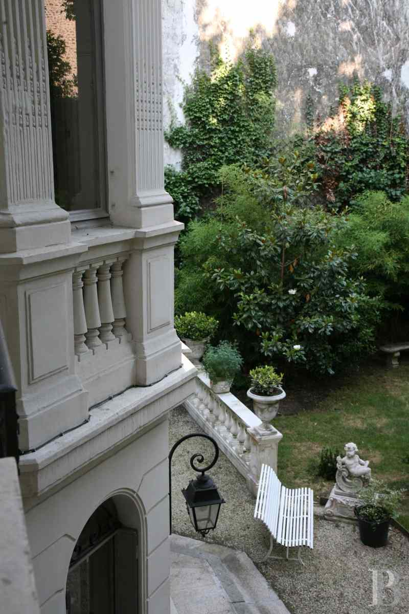 mansion houses for sale paris courtyard garden - 17 zoom