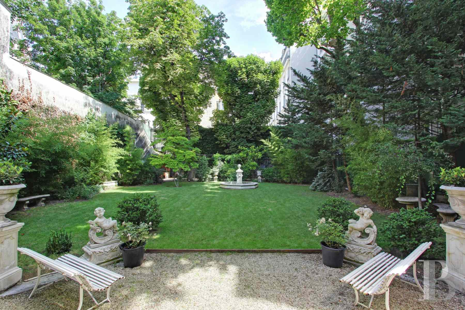 mansion houses for sale paris courtyard garden - 18 zoom