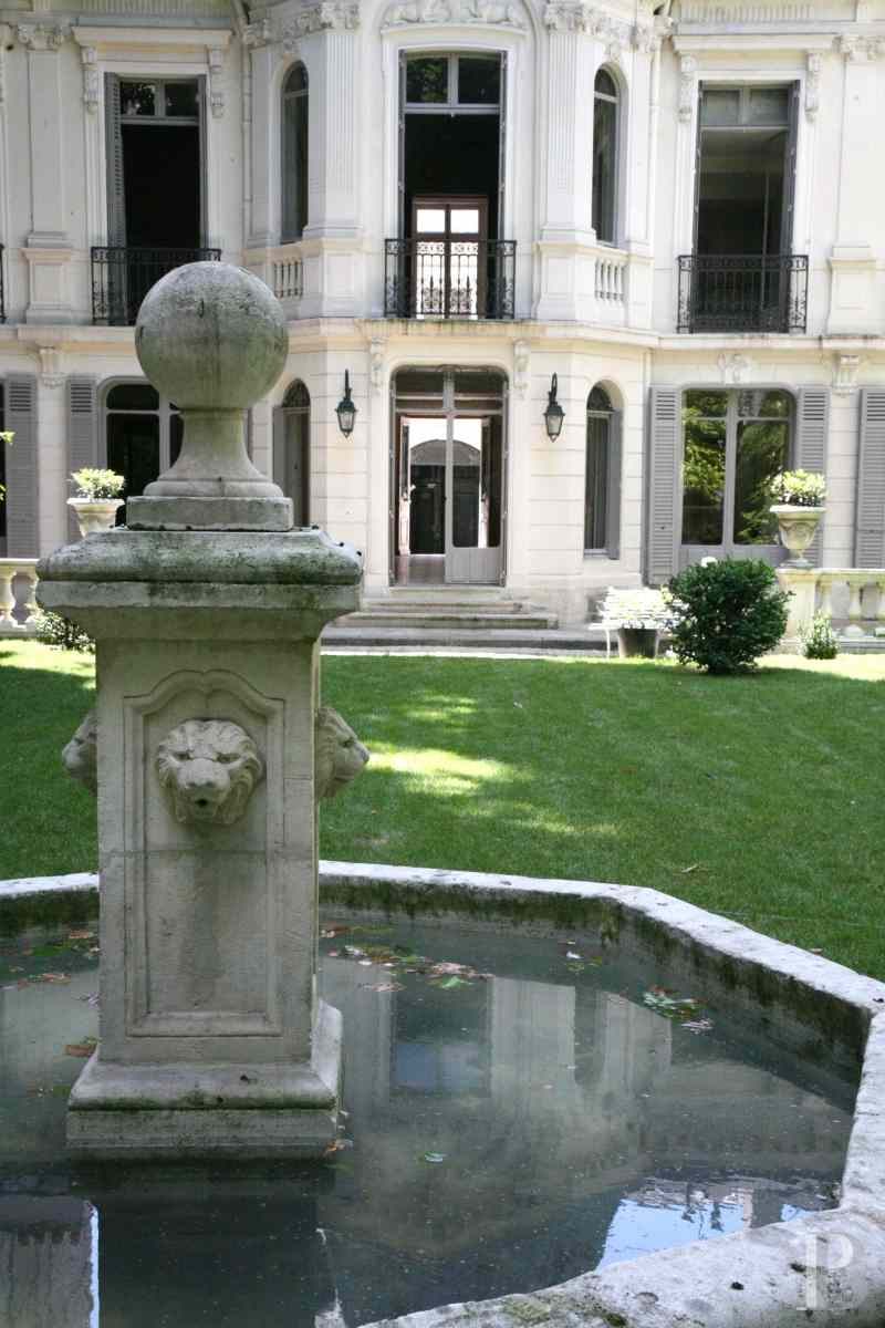 mansion houses for sale paris courtyard garden - 21 zoom