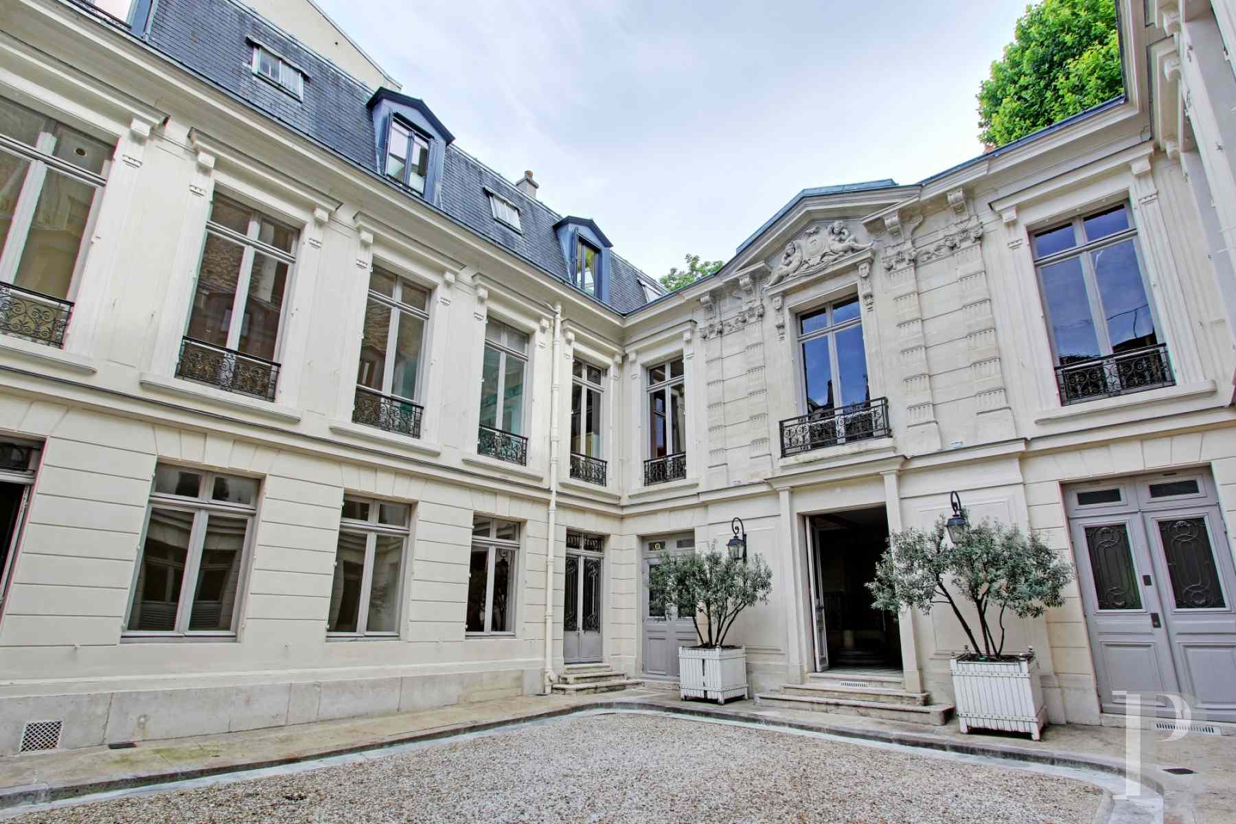 mansion houses for sale paris courtyard garden - 4 zoom