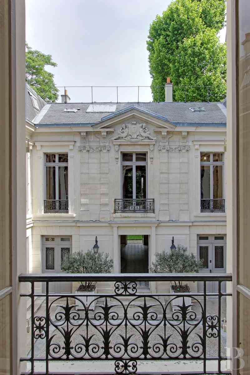 mansion houses for sale paris courtyard garden - 5 zoom