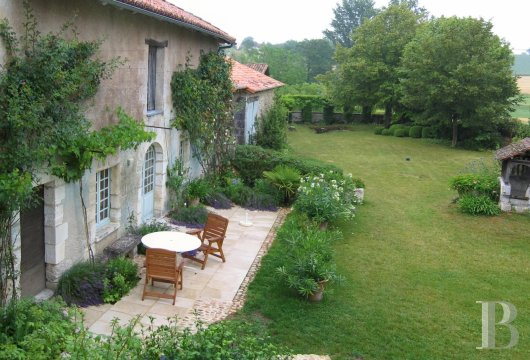 character properties France aquitaine large luxurious - 3 mini