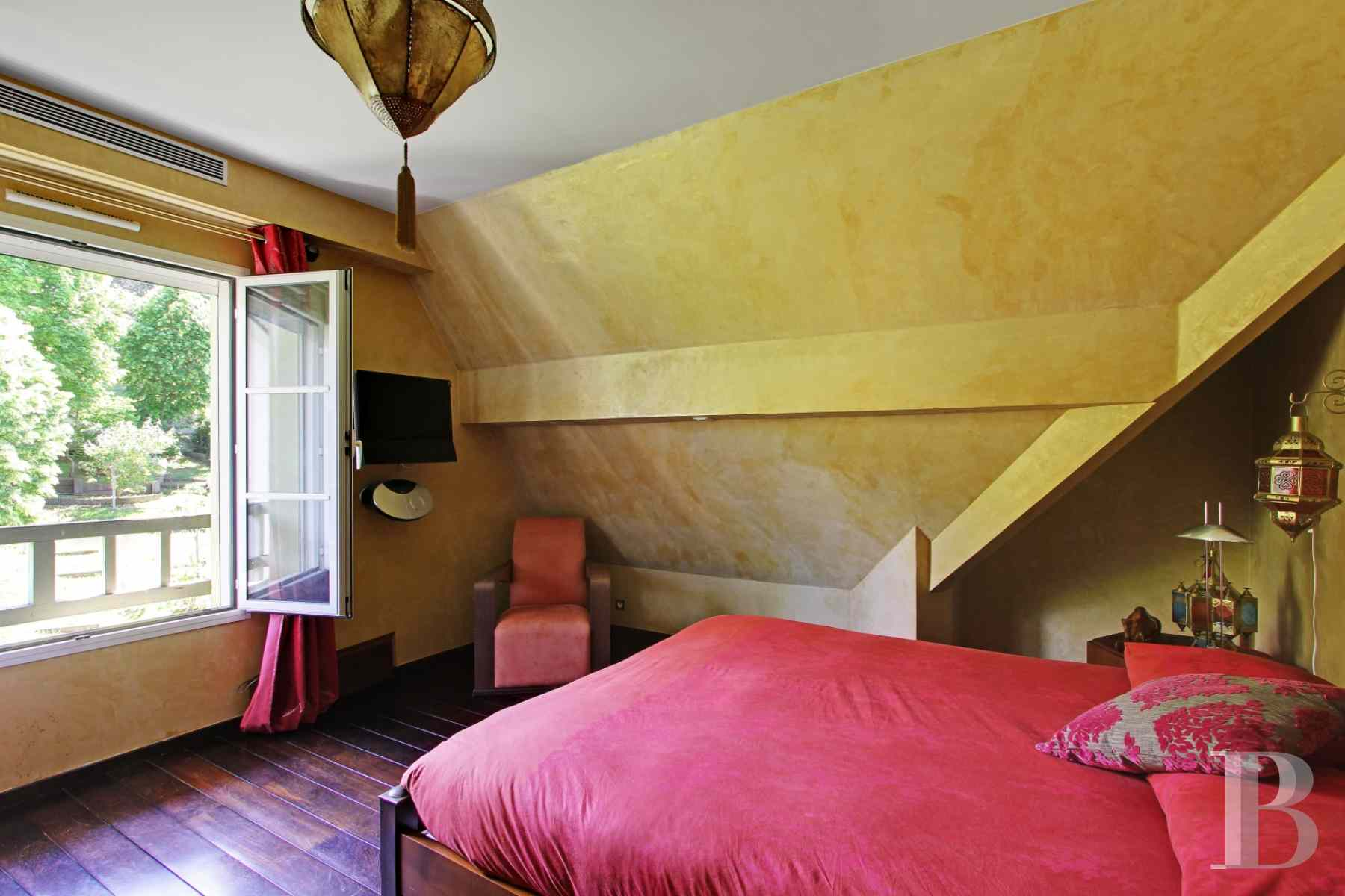 character properties France paris hunting lodge - 13 zoom