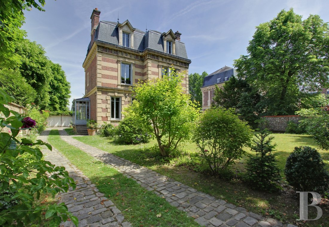 character properties France paris chatou property - 1