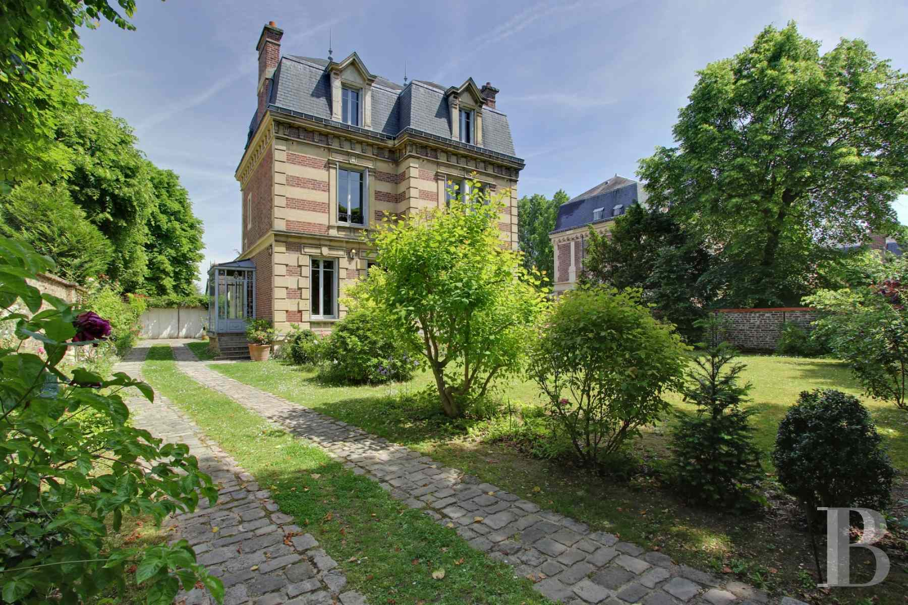 character properties France paris chatou property - 1 zoom