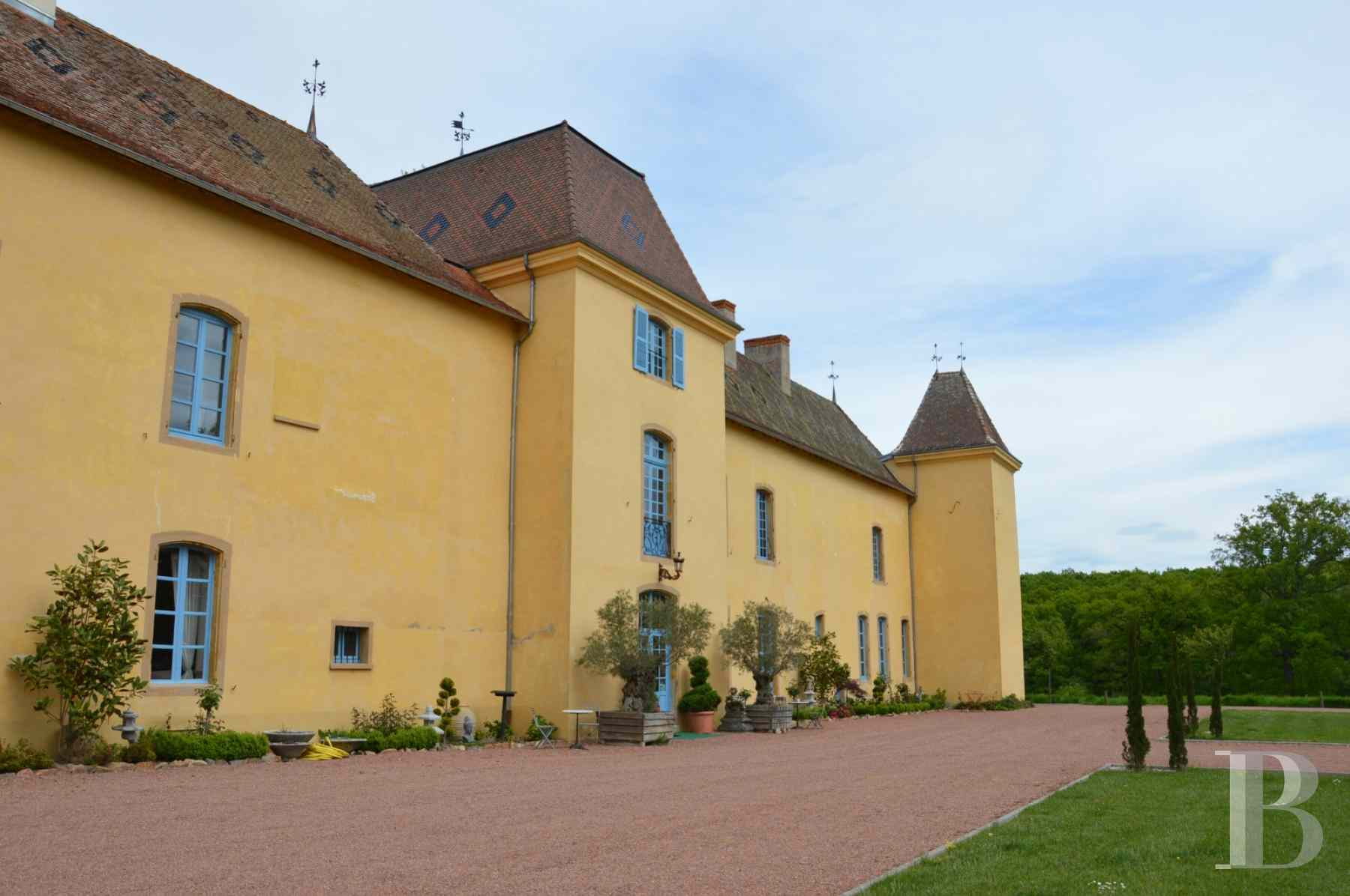 chateaux for sale France rhones alps roanne region - 2 zoom