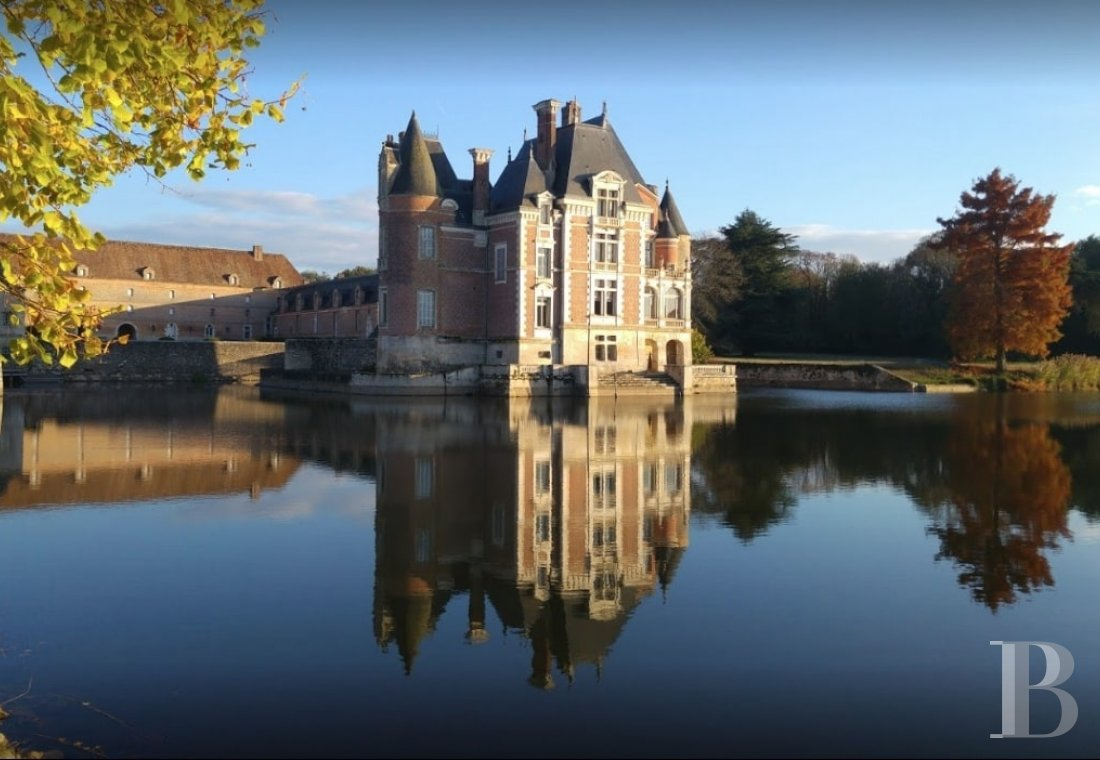 fA floating 17th century chateau in the middle of a park designed by Le Nôtre,  to the north of Gien in the Loiret - photo N°3